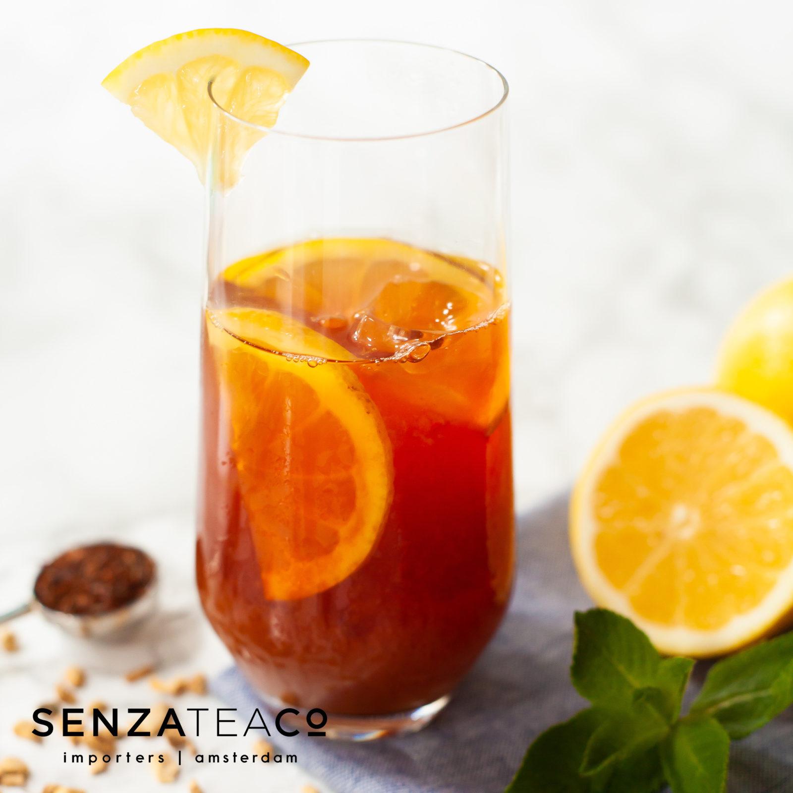 Mocktail met thee, citroen, honing en munt