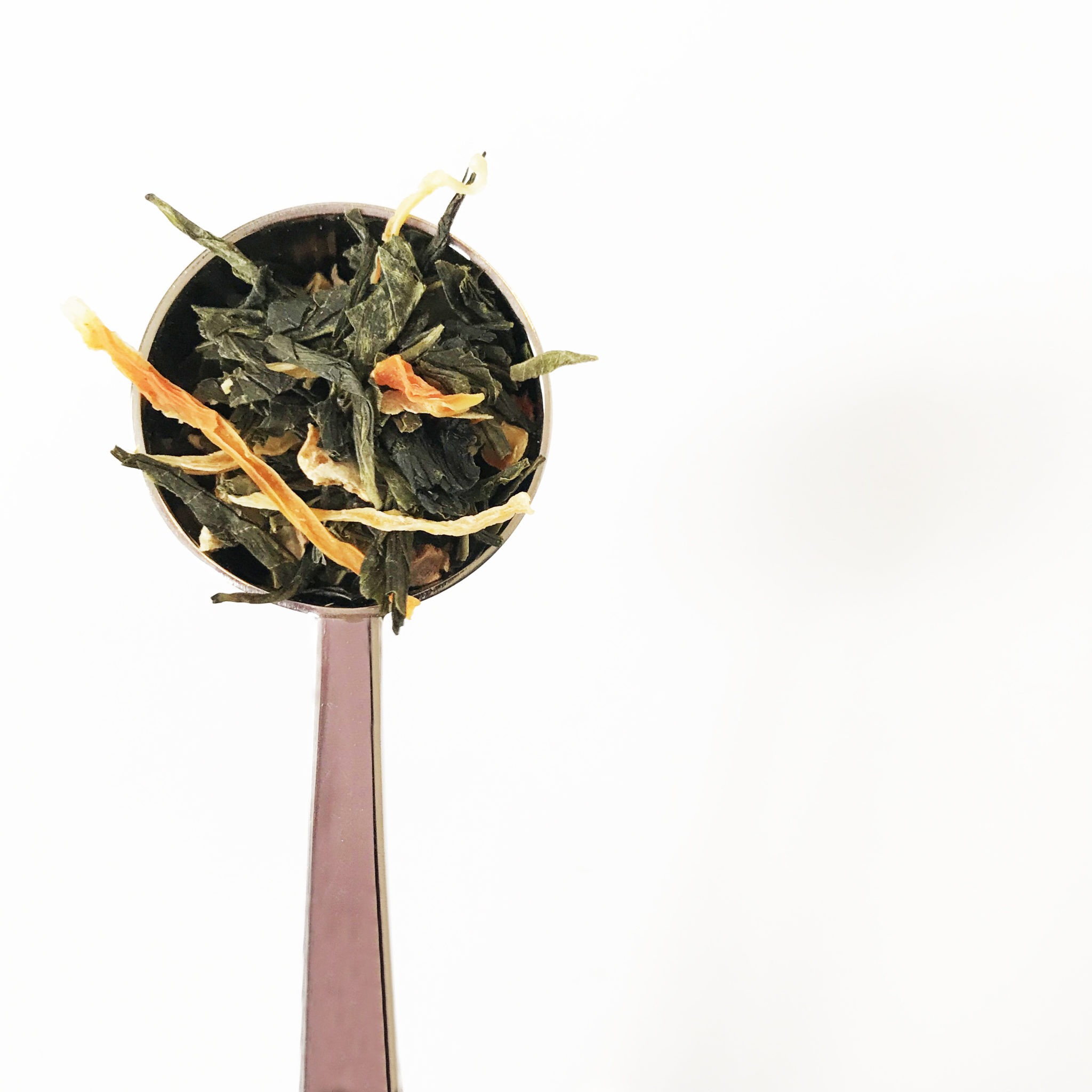 Sencha thee in een maatlepel