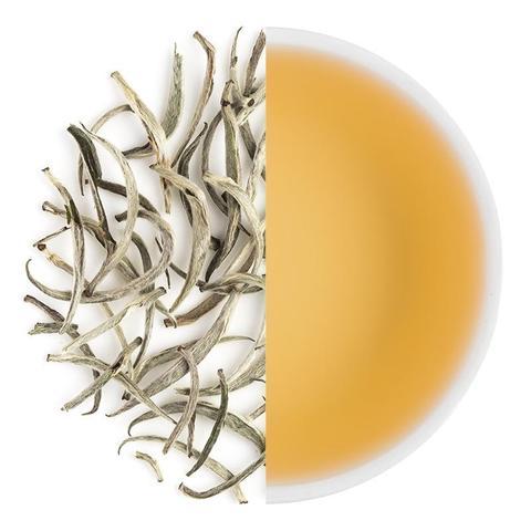 Witte thee en een kop thee